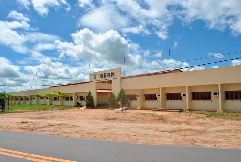 http://www.cartapotiguar.com.br/wp-content/uploads/2013/05/UERN-CAMEAM-P-FERROS-AMPLO.jpg
